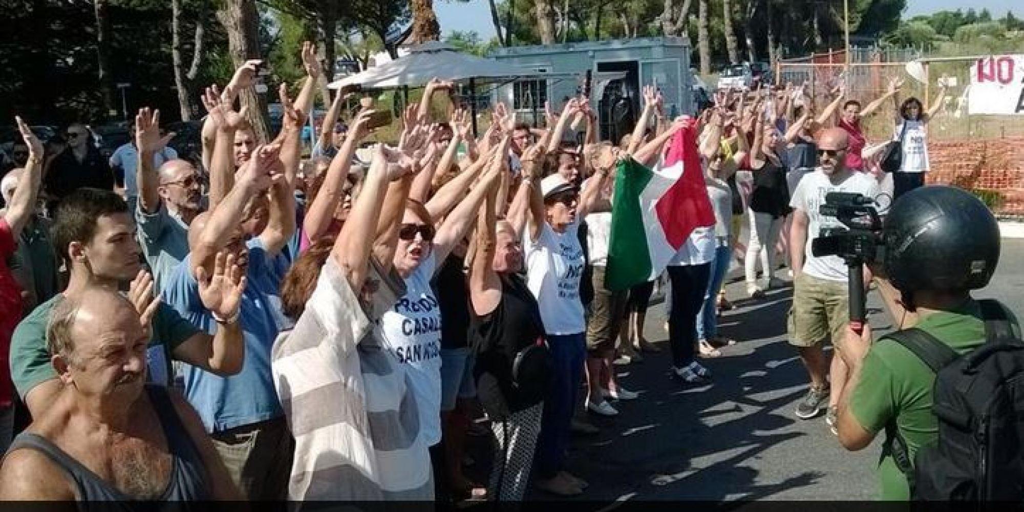 Residenti contro i rifugiati a Casal San Nicola